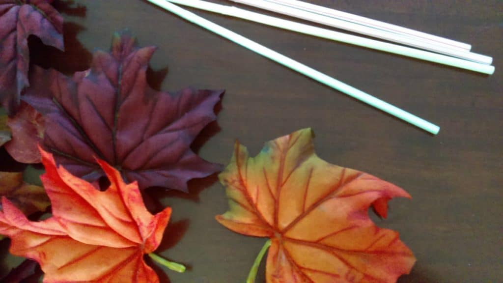 Fall Party Games: Leaf Blow. Lots of Fun Fall Party Ideas for Kids. Click through or pin for later!
