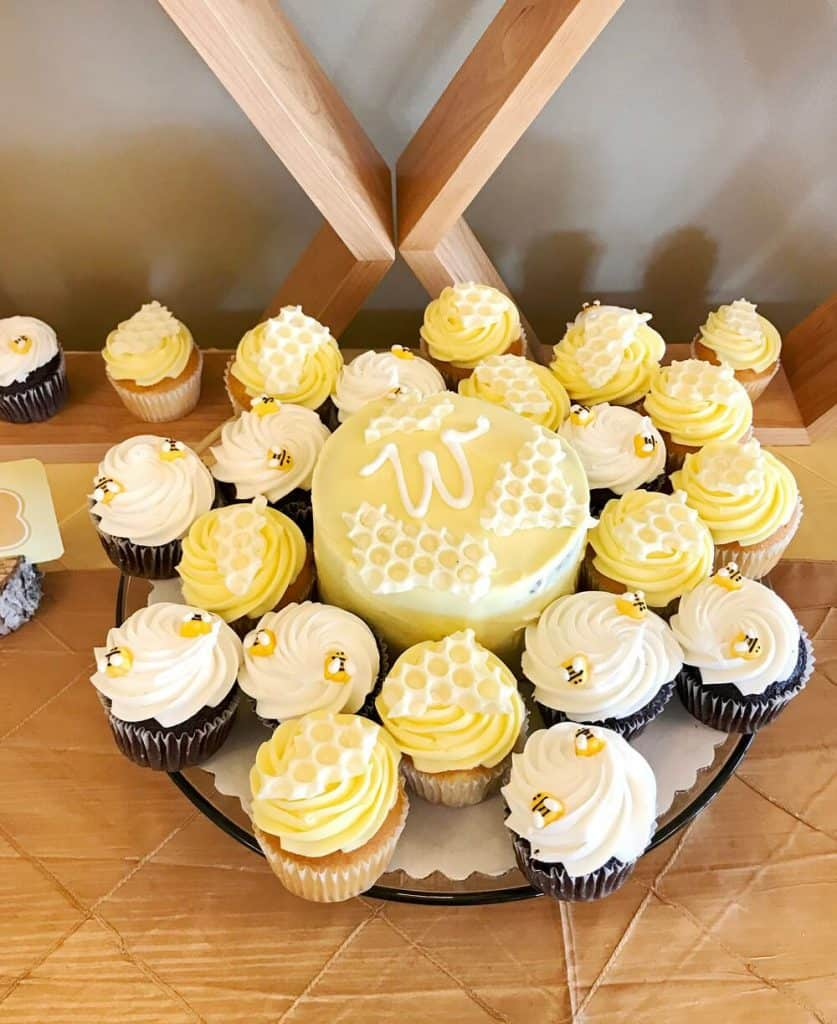 Bee Baby Shower Theme. Lovely Bee cupcakes for a baby shower! (halfpintpartydesign)