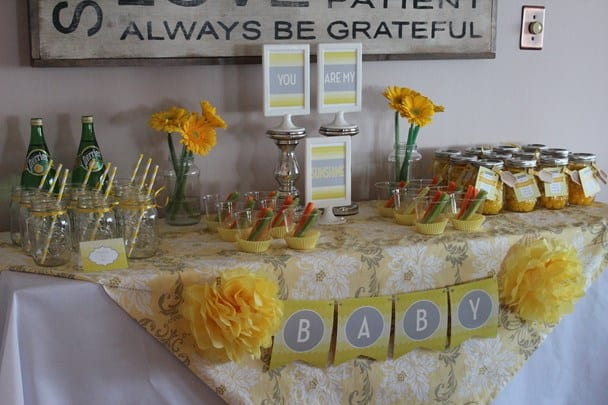 You are my sunshine baby shower. Beautiful gender neutral baby shower ideas. (image credit : we heart parties)