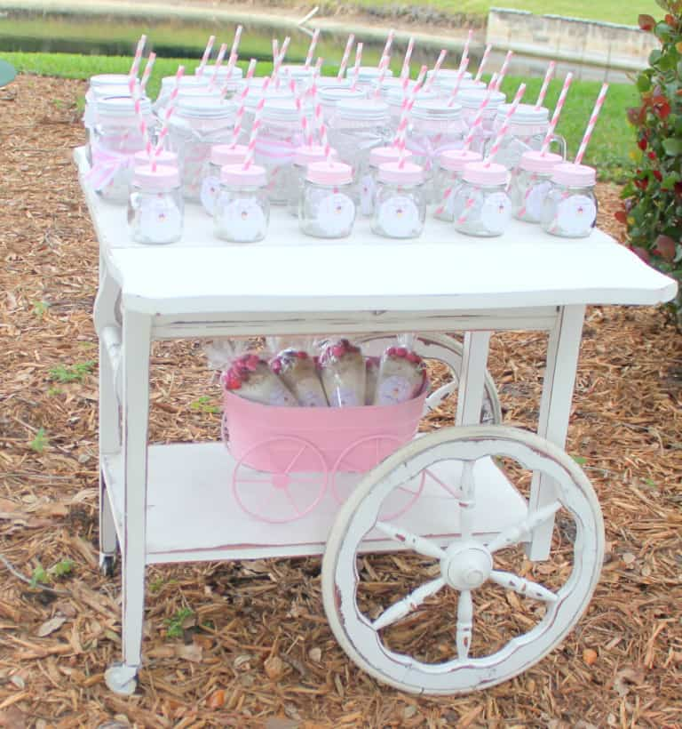 Ice Cream Theme for the most adorable baby shower. (image credit: Simply Jo)