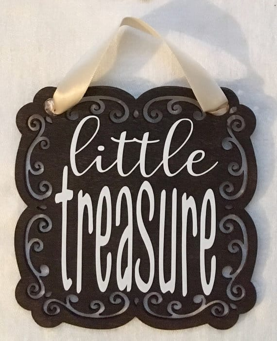 Little treasure baby shower gender neutral theme. Little treasure sign. (image credit lil humming girl)
