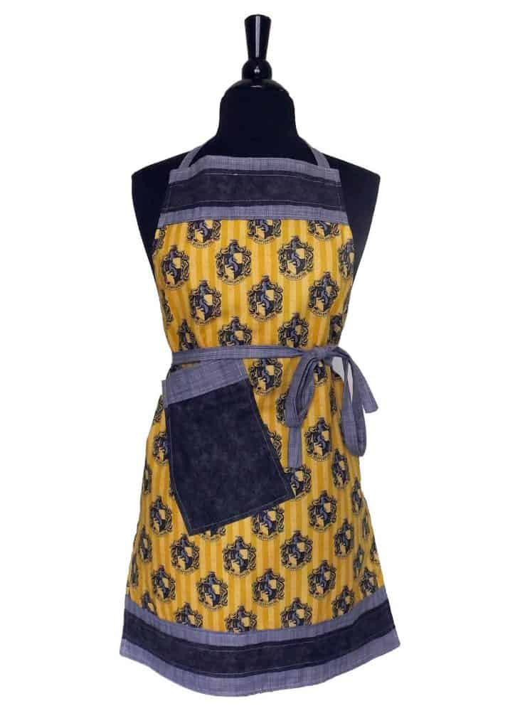 Harry Potter Gifts. Hufflepuff Apron (trinnyella)