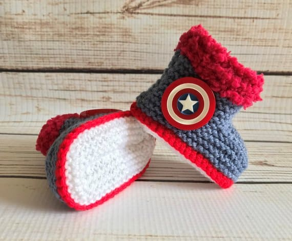 Captain America Baby Booties. Baby shower gift idea. (funkyknitsuk)