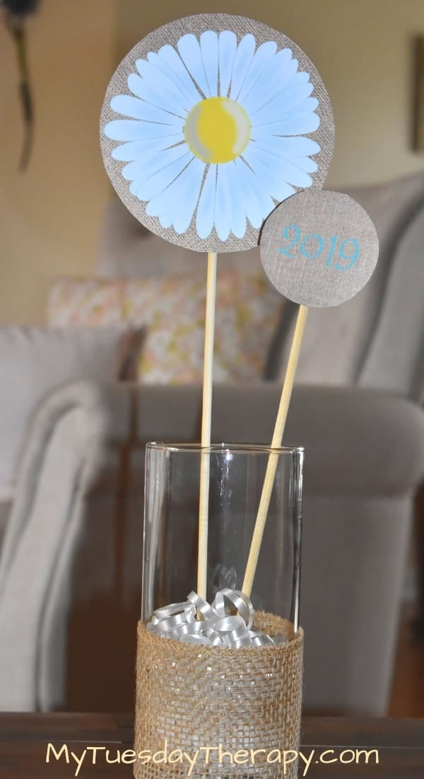 Daisy Centerpiece with Burlap.