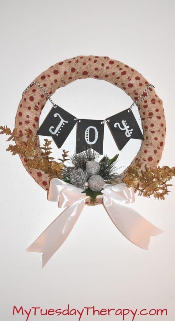 DIY Christmas Wreath. Christmas Craft.