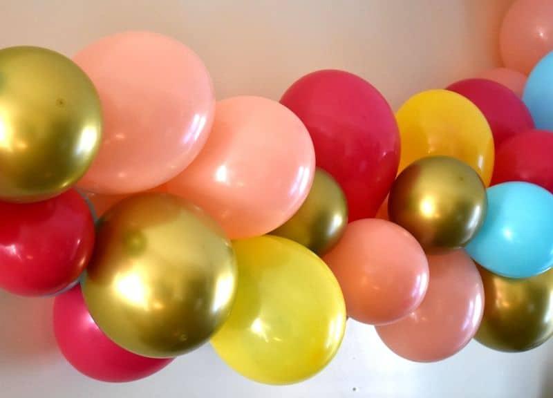 easy DIY balloon garland