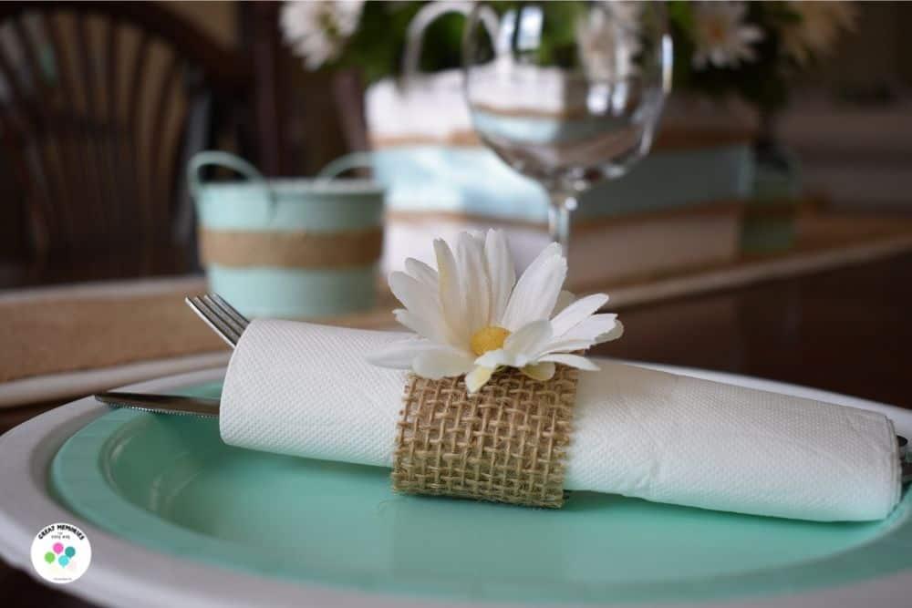 Daisy and burlap napkin rings DIY