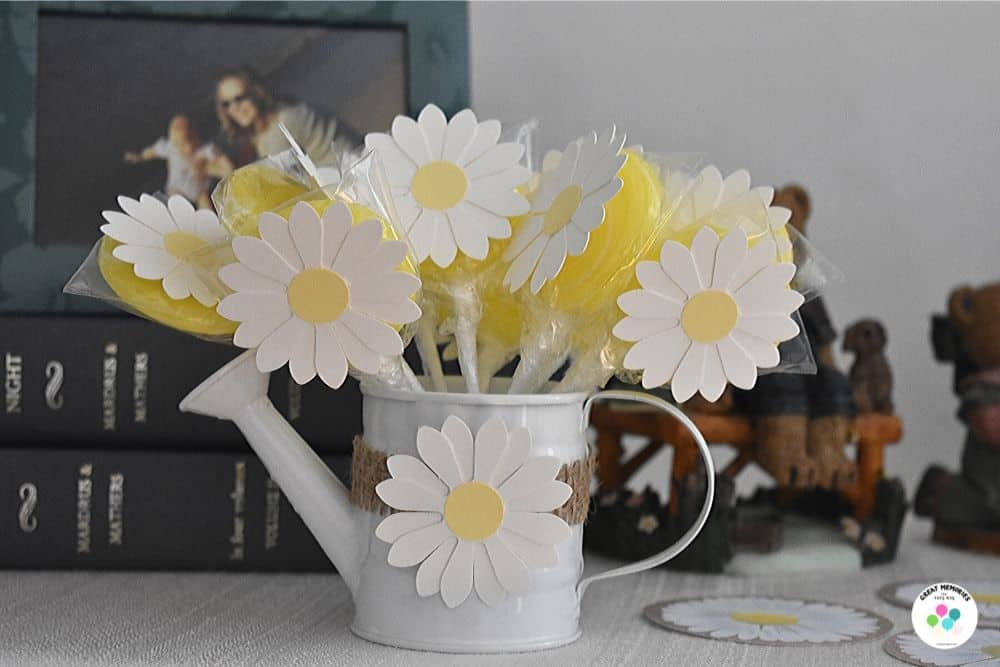 Daisy party decor DIY. Daisy watering can and lollipop party favors.