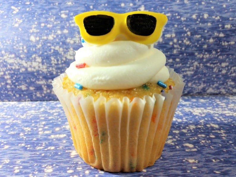 Fondant Sunglasses, edible cupcake topper for beach party (kandykoncepts)