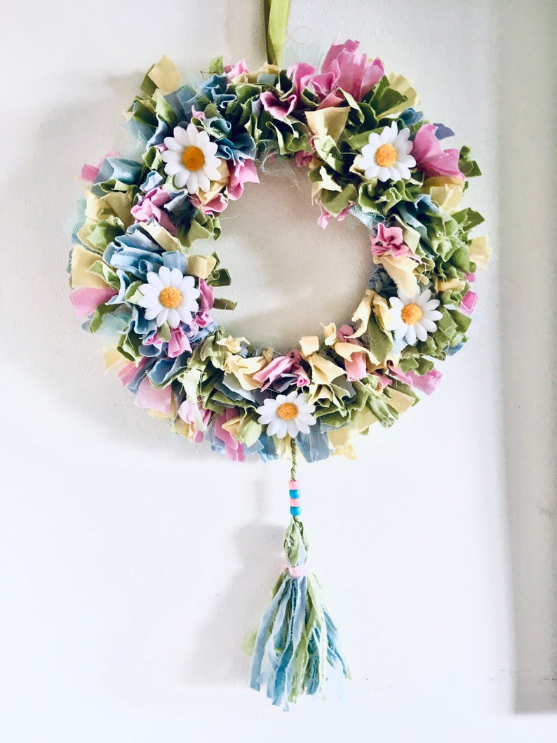 Summer Rag Wreath with daisies. (pace craft creations)